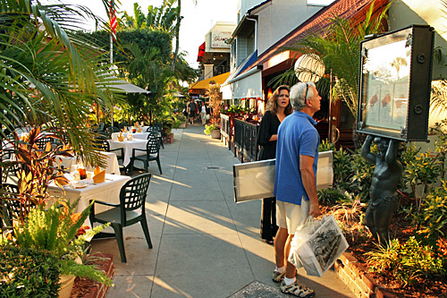 This southwest Florida region, which is about an hour from Tampa and two hours from Orlando, continues to attract new residents with great restaurants and plenty of shopping options. Living in Sarasota has elements of what many consider paradise, mixed with some hints of reality.